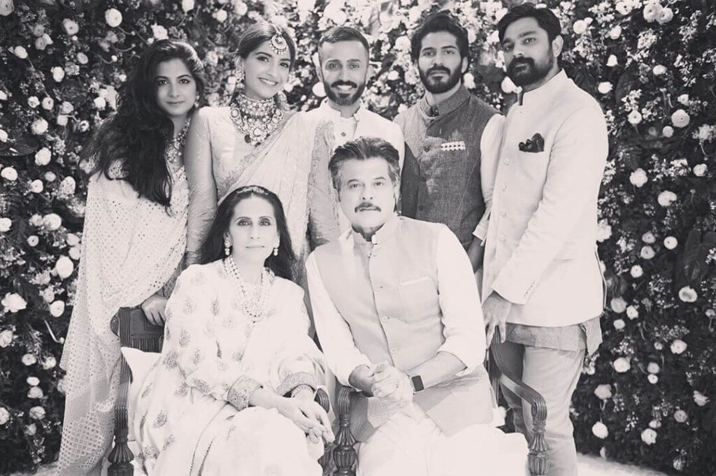 Sonam Kapoor Family pic with father Anil Kapoor mother brothers and sister